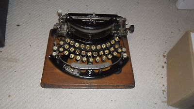 A very good old Imperial B typewriter