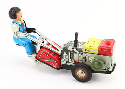 China Blech MS 857 Traktor mit Mädchen vintage 70's Tin Toy wind up Tractor G177