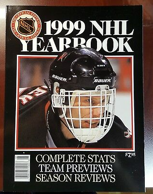 1999 Nhl Yearbook Dominic Hasek On Cover - Great Condition*