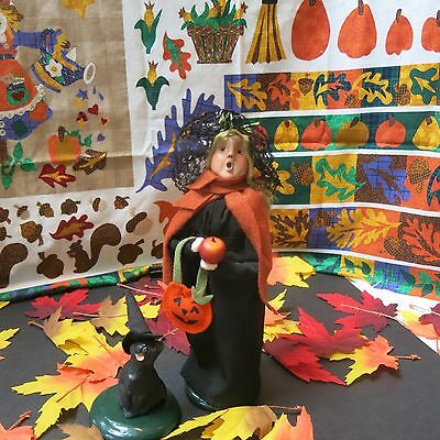 Lot of 2 Byers Choice Witch with her Apple and her Halloween Black Cat