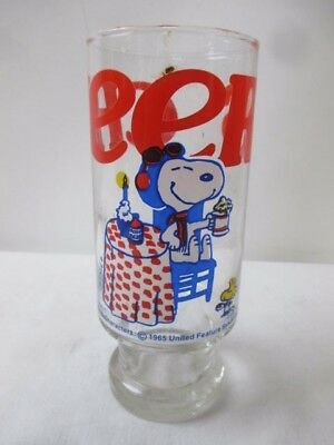 """Peanuts Characters 1965 Glass Featuring """"Cheers"""" Snoopy United Feature Syndicate"""