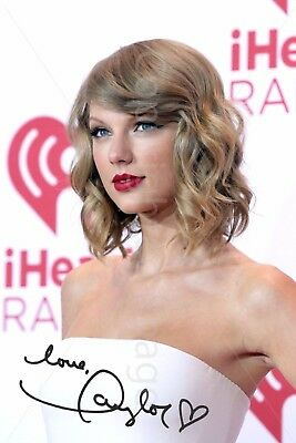 Taylor Swift Signed Autographed Photo