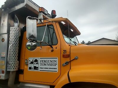 1999 International tandem axle dump truck with plows and spreader