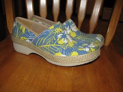 Womans Dansko shoes/clogs size 37