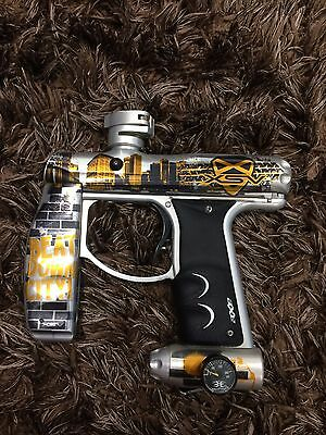 Empire Axe Pro XSV paintball gun with barrels and bag