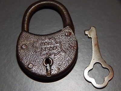 "Vintage Oak Leaf Small 1-3/4"" Padlock Working, with one key!"