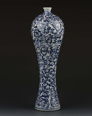 Chinese White & Blue Porcelain Hand Painted Flower Vase W Qianlong Mark gd0400