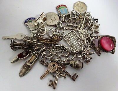 Fabulous vintage solid silver charm bracelet & 23 silver charms (open,move)