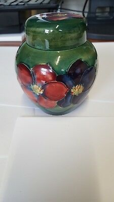 Beautiful Moorcroft ginger jar and cover 11cm