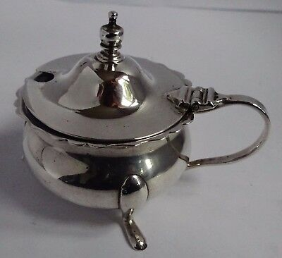 Lovely solid sterling silver mustard pot with domed lid & blue glass liner, 1925