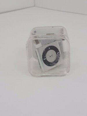 Apple Ipod Shuffle A1373 4Th Generation Ipod With Case And Charger 01