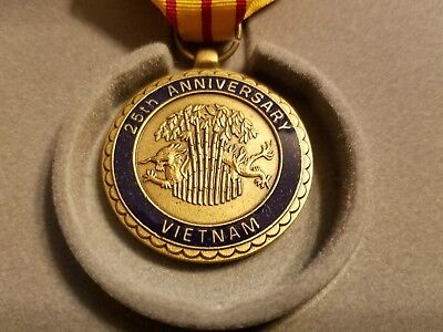 US Navy 25th Anniversary Vietnam War Medal and Ribbon in case and with box