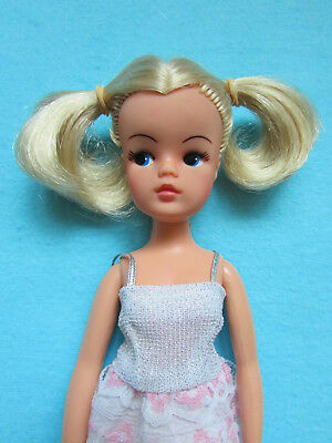 Fab Rare Vintage 1981 Party Time Sindy Doll With Bunchies + Free Party Dress
