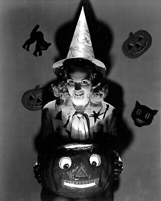 Actress Donna Reed - 8X10 Halloween Publicity Photo (Op-219)