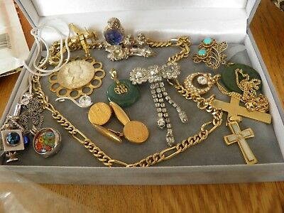Small selection of vintage Jewellery