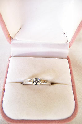 Pretty Vintage Sparkling Faceted Rhinestone Solitaire Ring Size M/N