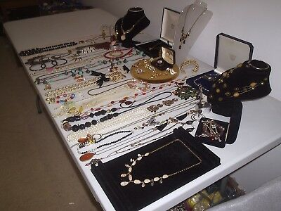 Lovely Large Job Lot Of Vintage & Costume Jewellery Necklaces Brooches Beads 5