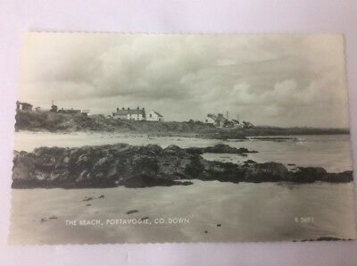 Northern Ireland Postcard And Stamp, Portavogie, The Beach Co Down, 1972