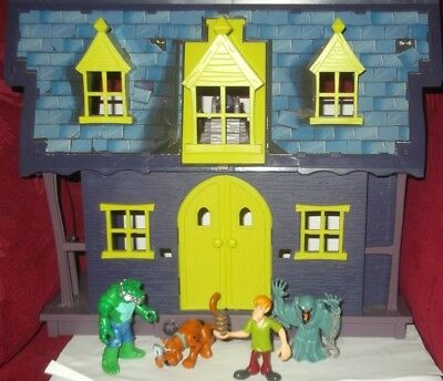 Scooby Doo House with figures