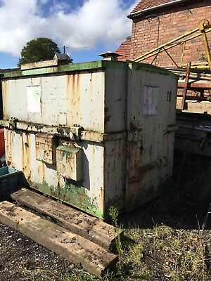 Metal site office / container can pick up with skip Lorry