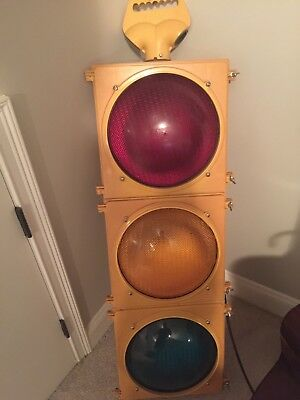 traffic light, yellow, mid condition, working, bright
