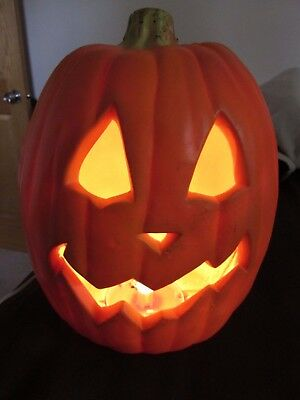 Vintage 1995 Trendmaster's Large 14 Inch Lighted Pumpkin Head!! Spooooooky!!