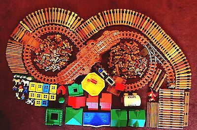 590 pc Lincoln Logs Mixed set 3 Car Train Tracks People Animals Roofs Windows +