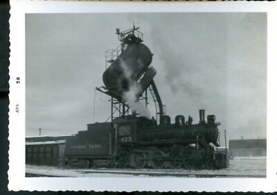 RAILWAY PHOTO CANADIAN PACIFIC RWYS STEAM # 425 D4g  4-6-0  1958