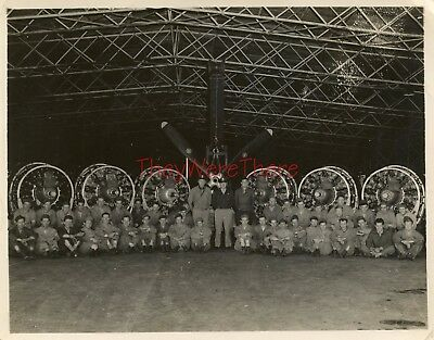 WWII photo- P-47 Thunderbolt Fighter plane Squadron GROUND CREW GROUP SHOT