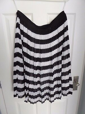 F & F Pleated Black And White Horizontal Bands Lined Skirt Size 16