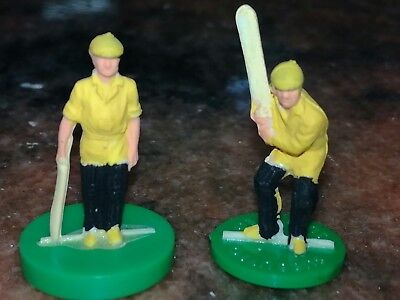 subbuteo cricket bats men in yellow