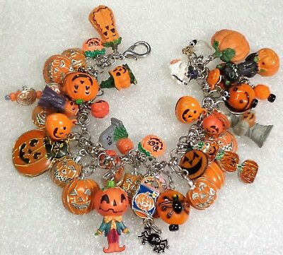 Happy HALLOWEEN Ghosts Pumpkins Black Cat Spiders Holiday Chunky Charm Bracelet