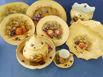 A collection Aynsley Orchard Gold 9 x Pieces