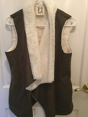 Women's faux suede and fur wrap size small. Super soft and cute!