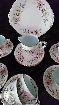 QUEEN ANNE 'Windsor' TEASET, 6 PERSON SETTING