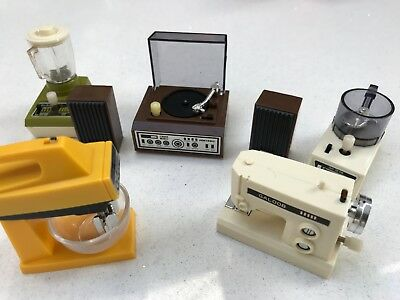 Sindy - Home accessories, sewing machine, food blenders, hi-fi