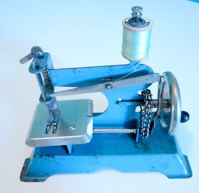 Rare Vintage 1923-1927 Chain Drive Toy Child's Sewing Machine Metal Hoge Brand