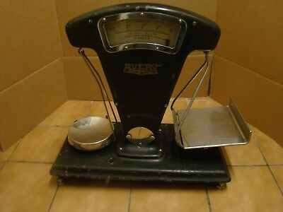 Avery vintage shop scales in working order.