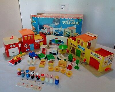 VINTAGE Fisher Price Little People #997 PLAY FAMILY VILLAGE COMPLETE MAIL BOX A
