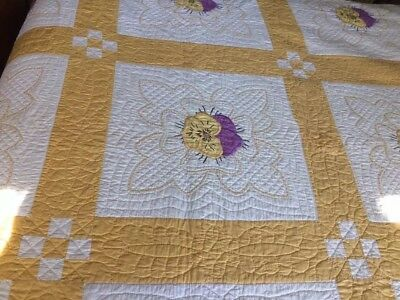 Vintage PANSY Appliqué & Embroidery Yellow & Purple QUILT Fine Hand Quilting