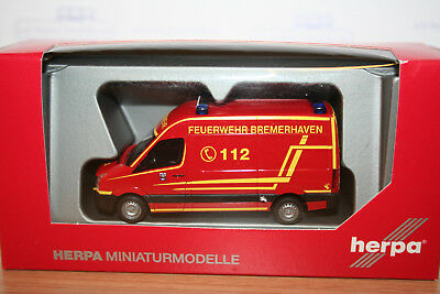 herpa 091008 vw crafter 11 feuerwehr bremerhaven neu ovp eur 8 50 picclick de. Black Bedroom Furniture Sets. Home Design Ideas