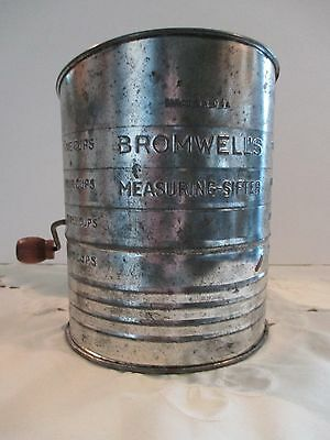Large Vintage 5 Cup Sifter
