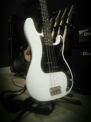 Squier by Fender Precision Bass :: very good condition