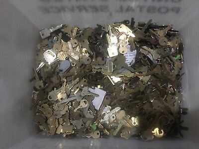 huge lot of 33 lbs of vintage brass and misc. used keys