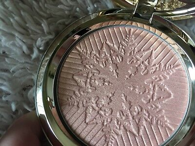 MAC Snow Ball Collection Here Comes Joy Impalpable Glare Powder Highlighter