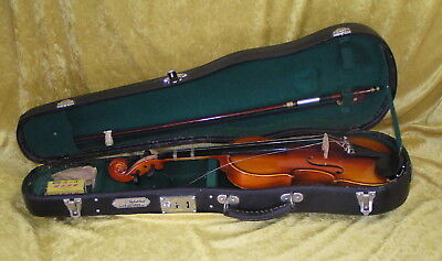 1/4-SIZE Skylark BEGINNER VIOLIN in HARD CASE for Junior player NEEDS 2 STRINGS
