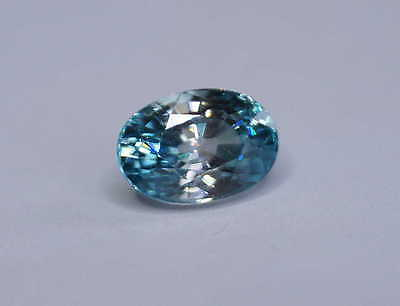 Echter ovaler hellblauer Zirkon ( 8,5 x 6 mm // 2,84 ct )  in Spezifikationsbox
