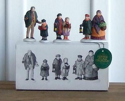 MIB D56 Heritage Village Collection 5570-0 Carolers on the Doorstep / Retail $27