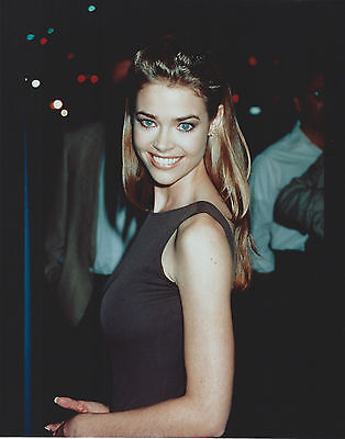 Denise Richards 8 X 10 Photo With Ultra Pro Toploader