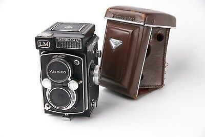 Yashica mat LM TLR in very good working condition